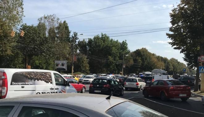 Accident între 3 autoturisme, pe bulevardul Alexandru Lăpușneanu. Traficul este îngreunat - untitled-1507291106.jpg