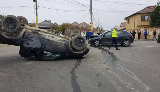 Foto: GRAV ACCIDENT RUTIER, la Constanţa. Două victime, după ce o maşină s-a răsturnat