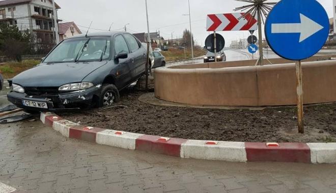 Foto: IMAGINEA ZILEI / A intrat în sensul giratoriu, între Năvodari şi Constanţa