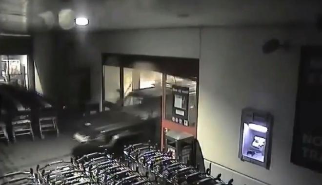 CA-N FILME! Iată cum au dat spargerea hoții de paypoint-uri, din Constanța - VIDEO - untitled-1516825461.jpg