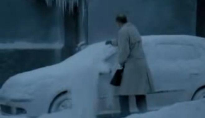 Foto: Video funny /  Atenţie ce maşină deszăpeziţi! S-ar putea să aveţi surprize