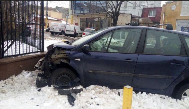 GALERIE FOTO / ACCIDENT RUTIER LA CONSTANŢA, din cauza unui şofer indisciplinat