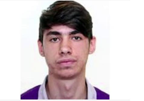 Foto: Tânăr dispărut când se întorcea de la liceu. Părinții au găsit în ghiozdan o scrisoare