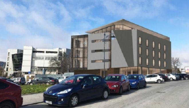 Foto: GALERIE FOTO / Clădire de patru etaje vizavi de Lupoaică. Proprietarii terenului vor să ridice un restaurant şi birouri