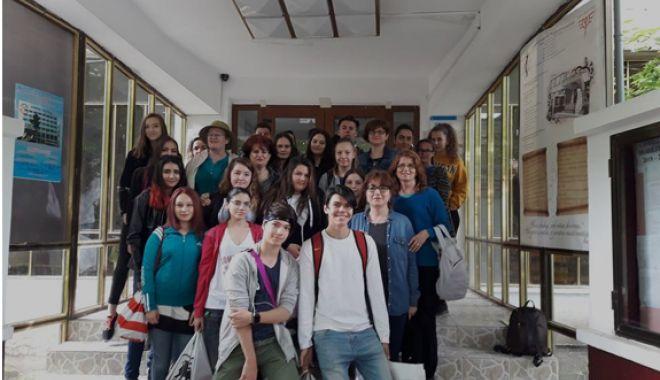 Foto: GALERIE FOTO / Un liceu aproape de centenar, în centenar