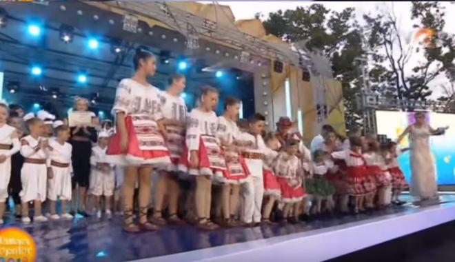Foto: S-a rupt scena de la Festivalul Mamaia Copiilor, sub greutatea celor mici. Ce spune Primăria Constanţa