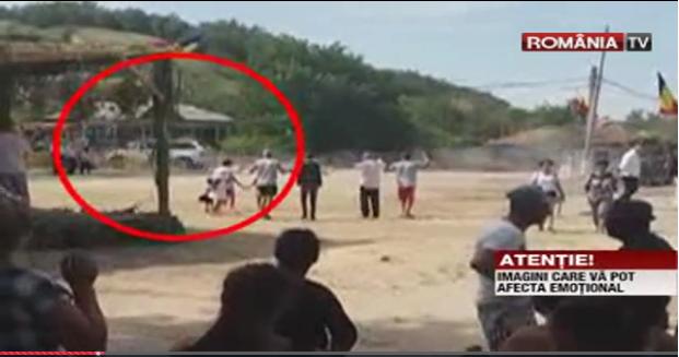 Foto: ATENŢIE, VIDEO ŞOCANT! Cinci copii SPULBERAŢI, după ce un şofer beat a intrat cu maşina în ei, într-un parc