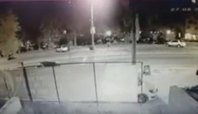 Foto: ATENŢIE, IMAGINI ŞOCANTE! Momentul în care cei doi tineri au fost spulberaţi pe o trecere de pietoni din Mamaia