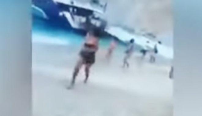Foto: Momentul în care o parte dintr-o faleză s-a prăbușit. Cel puţin 7 turiști au fost răniţi