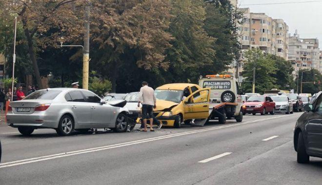 GALERIE FOTO. IMPACT FRONTAL ÎNTRE UN TAXI ŞI UN BMW, LA TROCADERO - untitled-1536927124.jpg