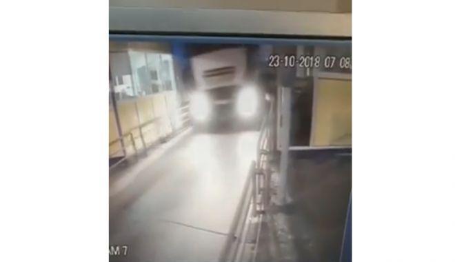 Foto: VIDEO. IATĂ CUM S-A PRODUS DEZASTRUL DIN STAŢIA DE TAXARE FETEŞTI