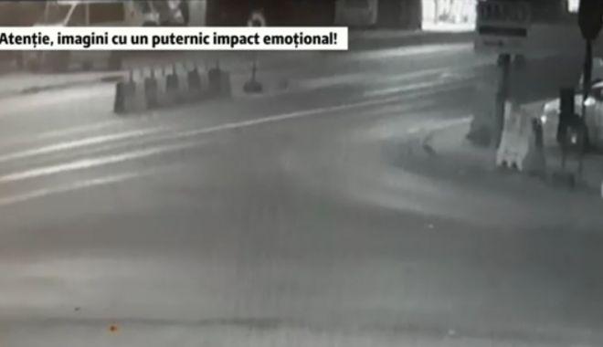 Foto: GRAV ACCIDENT. Mașină scăpată de sub control lovește pietoni și 3 mașini parcate