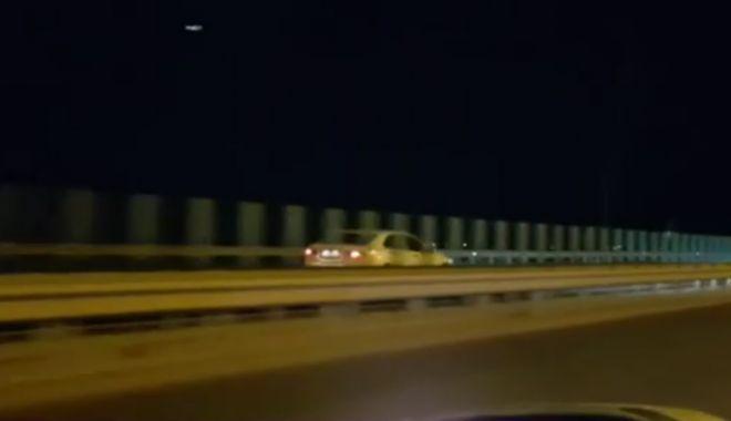 Foto: TERIBILISM FĂRĂ LIMITE! Filmat circulând cu viteză, pe contrasens, pe Autostrada Soarelui