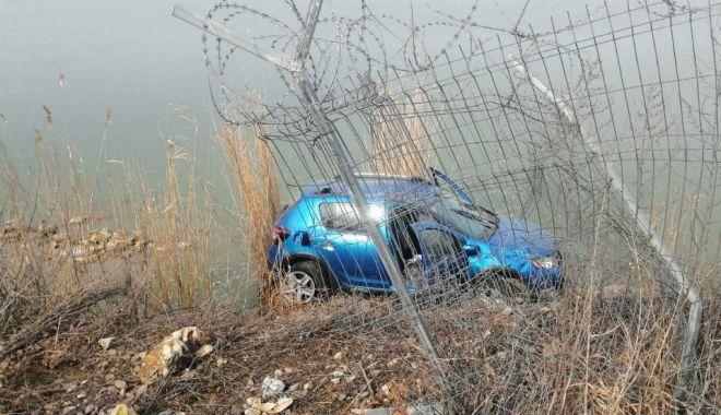 Foto: Accident în jud. Constanţa. S-a răstunat cu maşina, după ce a pierdut controlul direcţiei de mers