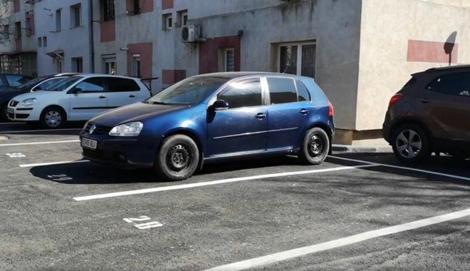 """Foto: Parcările din preajma Şcolii Gimnaziale nr. 39 """"Nicolae Tonitza"""", pe punctul de a fi date în folosinţă"""