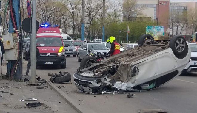 Foto: UPDATE - Maşină răsturnată, în staţiunea Mamaia