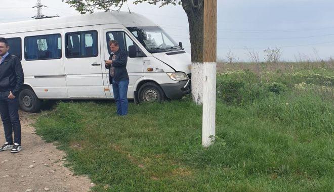 UPDATE. Accident la Constanţa! Microbuz cu călători, izbit în copac. Trei victime - untitled-1557911147.jpg