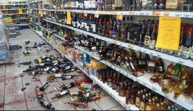 Foto: Supermarket devastat de un angajat care a aflat că va fi concediat în plină carantină