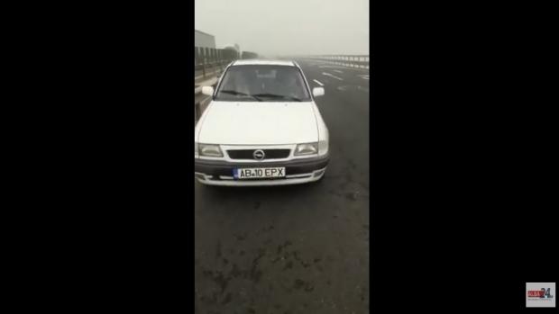 Foto: Şofer de 77 de ani, prins conducând pe contrasens, pe autostradă. Era ceaţă densă!