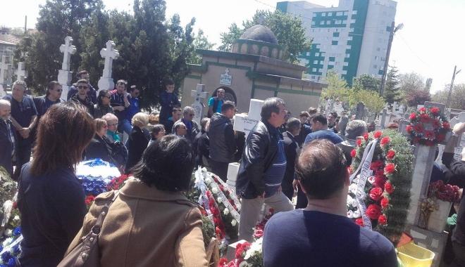 Imagini sfâşietoare! Durere fără margini la înmormântarea lui Dumitru Antonescu - unu-1461842157.jpg