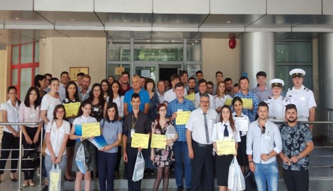 Foto: Studenţi şi elevi, cu lucrări ştiinţifice la TEHNONAV JUNIOR 2016