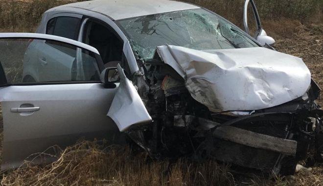 TRAGEDIE LA CONSTANȚA! Un șofer a murit, după ce a intrat cu mașina în stâlp - GALERIE FOTO - unu-1568280738.jpg