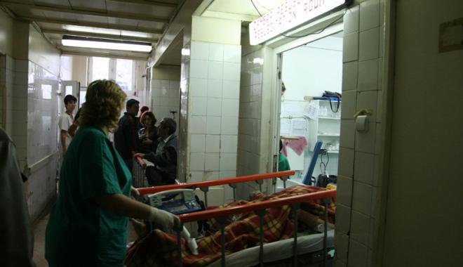Foto: Tot mai mulţi copii ajung la Urgenţa Spitalului Judeţean. Care este motivul