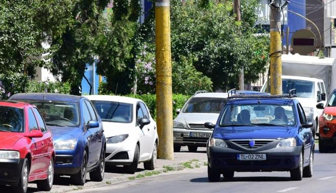 """Foto: Constănţenii vor parcări - subterane sau supraetajate! """"Înfloresc"""" ţăruşii, dar nu se oferă soluţii. Mai găsim terenuri?"""
