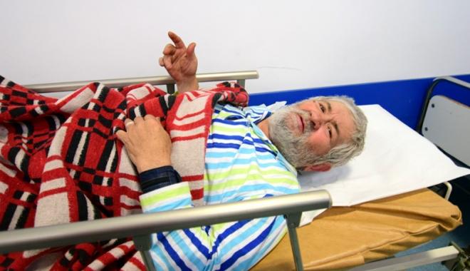 Foto: Urgenţa, sufocată de pacienţi. Oamenii străzii sar la gâtul infirmierelor!