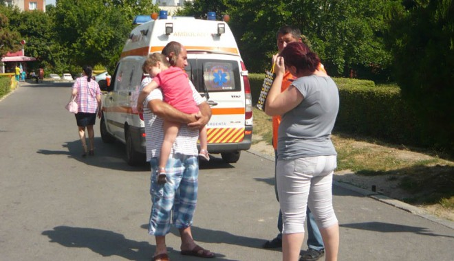 Foto: Urgenţa plină de copii arşi de soare şi deshidrataţi