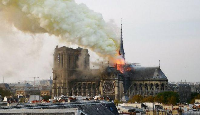 """Foto: Ambasadorul României în Franţa: va fi """"un elan de solidaritate pentru refacerea Catedralei Notre-Dame din Paris"""