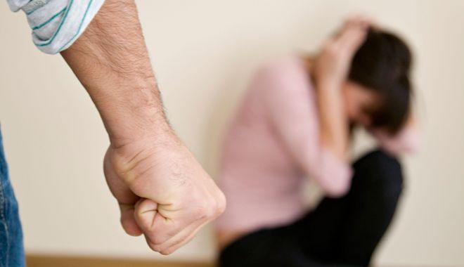 Foto: Caz halucinant! Femeie cu dosar penal, după ce a fost bătută crunt de soţ