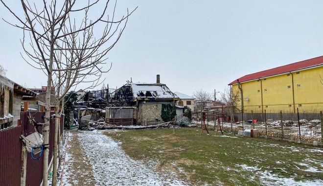Incendiul care a mistuit o clădire în Vama Veche, pus intenționat? Se strâng donații pentru ajutarea păgubiților - urmariincendiu3-1613414486.jpg