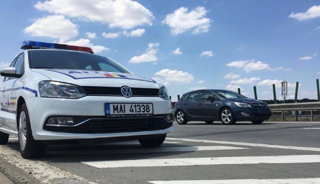 Foto: Urmărit naţional, prins conducând fără permis o maşină furată pe A2