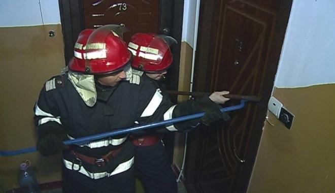 Descoperire şocantă într-un apartament din Constanţa. Bărbat, găsit fără suflare - usa-1507833389.jpg