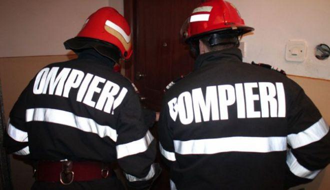 Foto: Pompierii, chemați să deblocheze ușa unui apartament din Năvodari