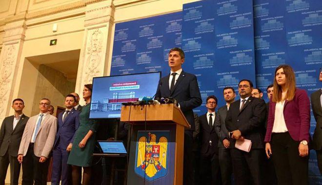 Foto: USR va vota împotriva propunerii de revizuire a Constituției