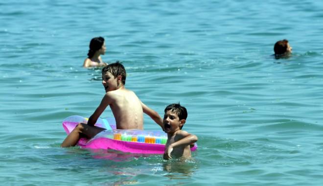Foto: Vacanţă de vis la mare pentru copiii cu dizabilităţi