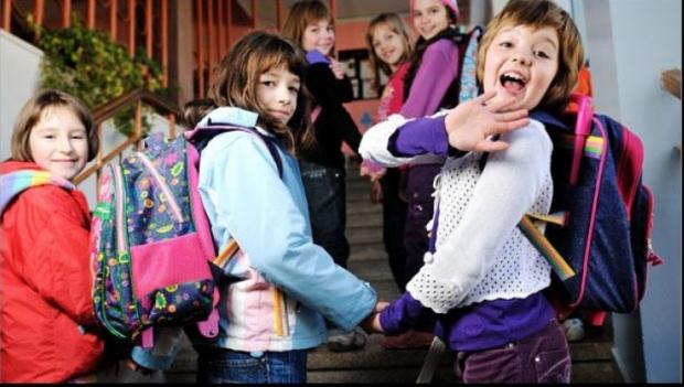 Foto: Ministrul Educaţiei: Ce se întâmplă cu vacanţele elevilor, de anul viitor