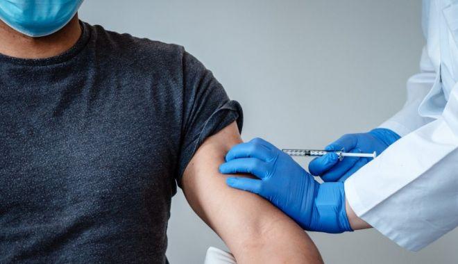 R. Moldova a început campania de vaccinare contra Covid-19, cu dozele donate de România - vaccin2-1614678795.jpg