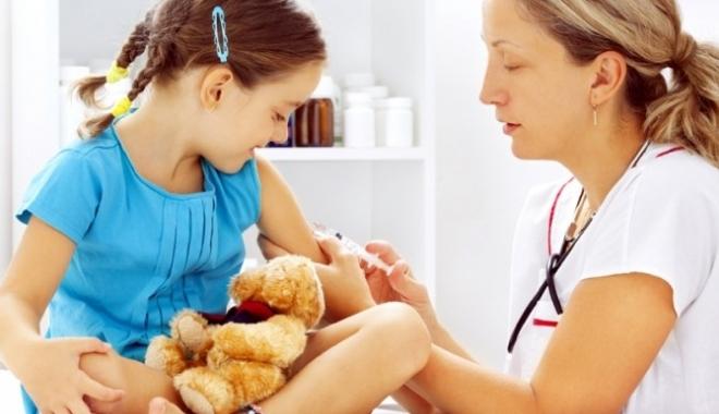 Foto: Peste 50 la sută dintre copiii nevaccinaţi vor fi imunizaţi într-o campanie suplimentară