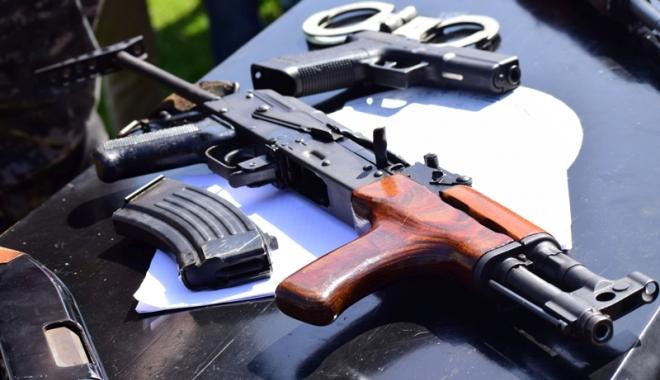 Foto: Vă gândiţi  să cumpăraţi o armă? Iată toate detaliile pe care trebuie să le ştiţi