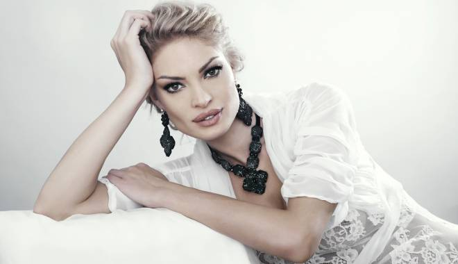 Foto: Valentina Pelinel a dat-o afară dintr-un concurs de modele pe constănţeanca lui Boureanu