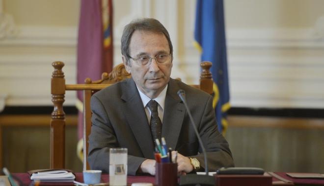 """Foto: Preşedintele CCR: """"Activitatea Guvernului a fost perturbată prin ancheta DNA"""""""