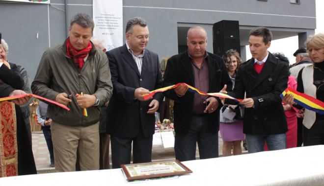 Foto: Primarul Florin Mitroi a inaugurat piaţa agroalimentară din Valu lui Traian