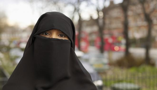 """Foto: """"Burqa trebuie să fie interzisă, oriunde este posibil din punct  de vedere legal"""""""