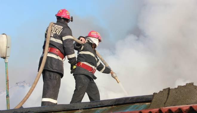 Foto: Un restaurant din Vama Veche a luat foc