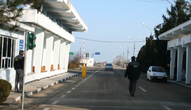 Foto: Vama Veche, cel mai tranzitat punct al frontierelor din România, în sezonul estival
