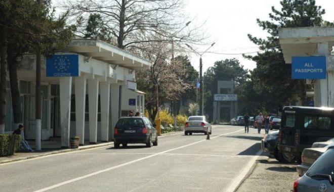 Foto: Vameşii bulgari au confiscat peste 200 kg de cârnaţi de la românii plecaţi în vacanţă în Bulgaria şi Grecia