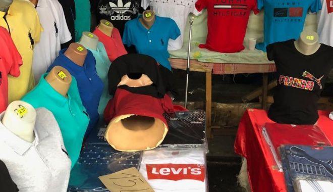 Foto: ZI PLINĂ! Vameși au confiscat mărfuri contrafăcute de 2 milioane de euro